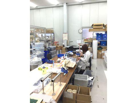 第一工場での検品作業の様子